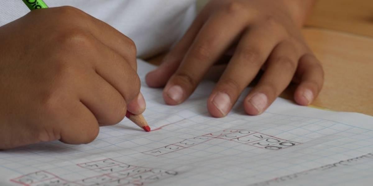 Arrestan a maestra del año en Texas por abuso sexual