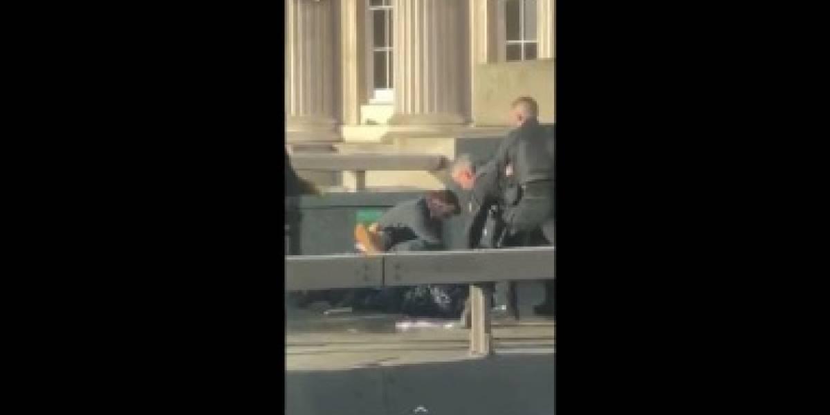 """Policía londinense cierra puente de Londres por ataque """"terrorista"""""""