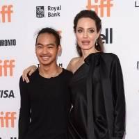 Hijo mayor de Angelina Jolie reaparece y luce irreconocible con jean desgastado, botas de combate y playera negra