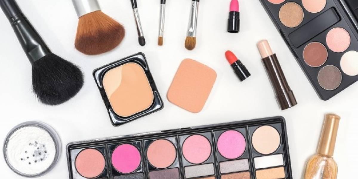 Estudio revela que hay bacterias mortales en el 90% de las carteras de maquillaje