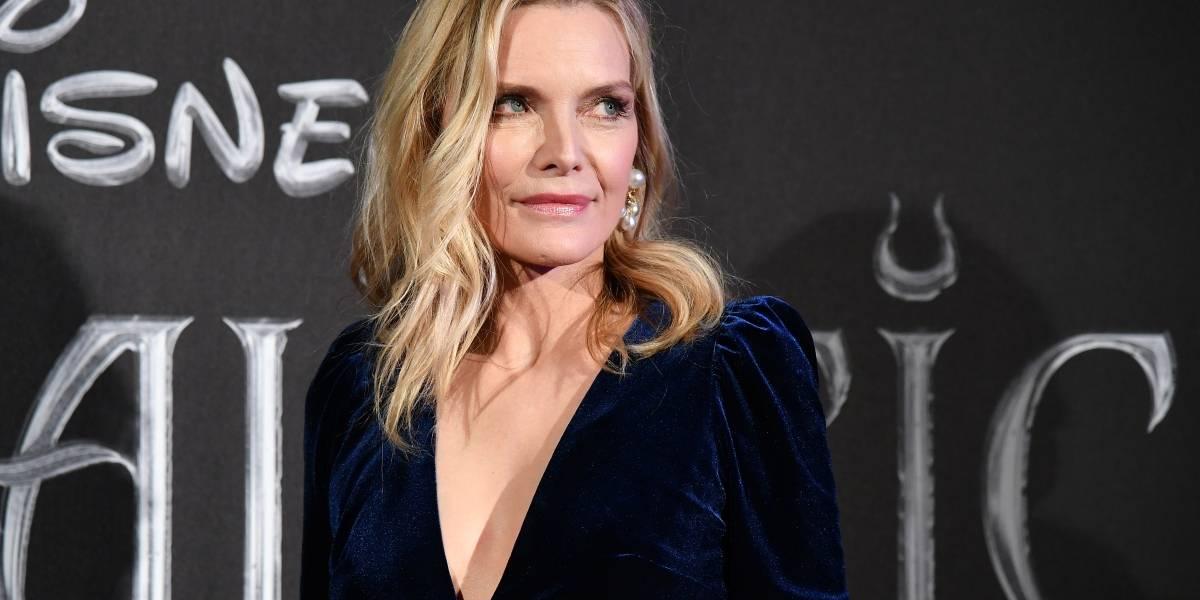 Michelle Pfeiffer se deja ver sin maquillaje y la elogian por su belleza natural