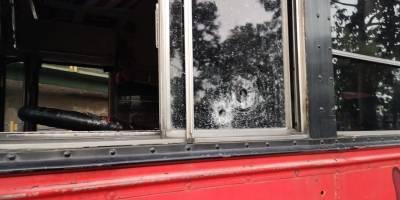 Piloto y pasajero de bus heridos por ataque armado en bulevar Liberación