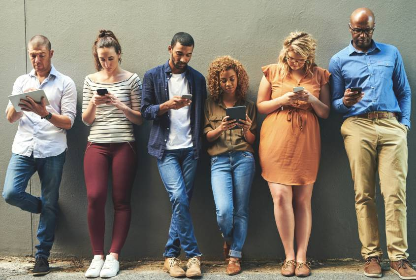 Estudio afirma que abstenerse de las redes sociales no mejora el bienestar personal