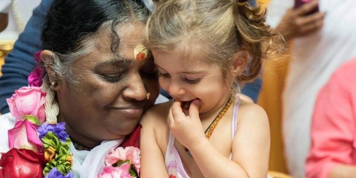 Guru do abraço: encontrei a mulher que abraçou mais de 34 milhões de pessoas