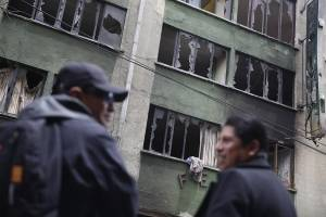 Entre cenizas de comisarías y buses, los bolivianos buscan resiliencia