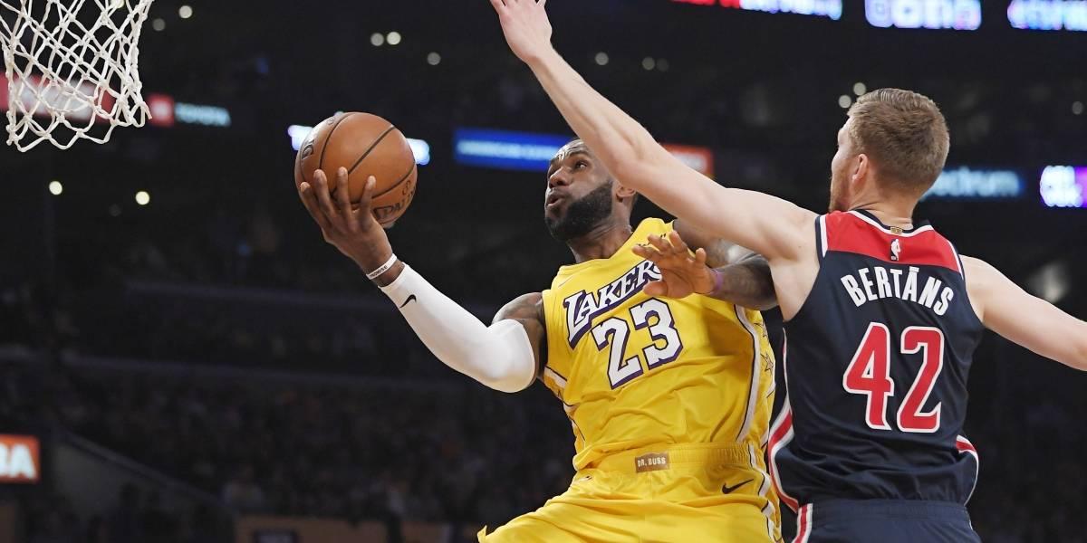 Lakers encadenan su 10ma victoria tras aplastar a Wizards