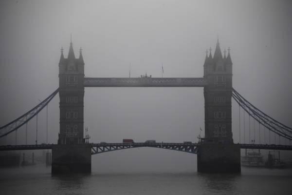 Los principales partidos políticos suspendieron sus actos de campaña en Londres en señal de respeto.