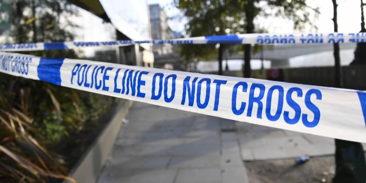 Atacante en Londres cumplió condena por terrorismo, confirma policía
