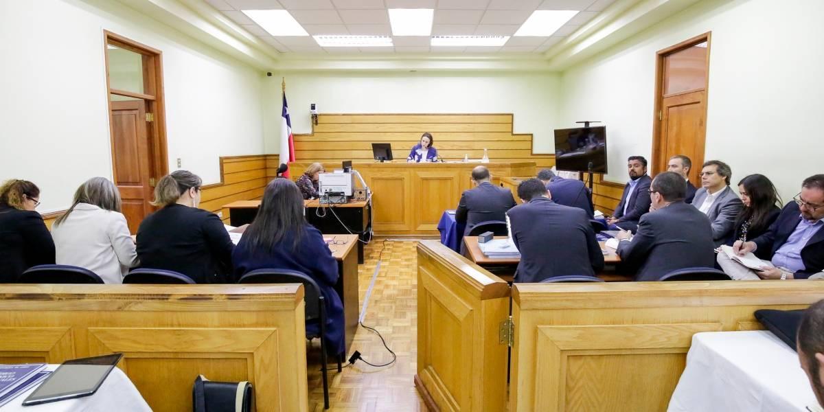 Con firma mensual y arraigo nacional quedan seis ejecutivos de Enap por su presunta responsabilidad en los casos de contaminación en Talcahuano, Quintero y Puchuncaví