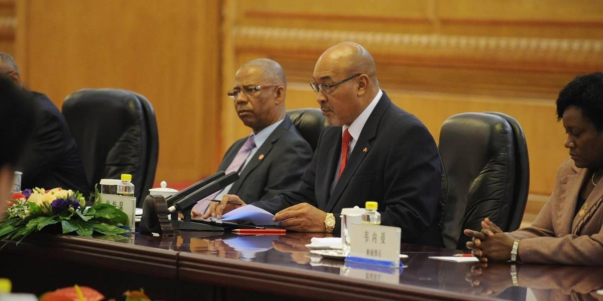 Presidente en funciones es condenado a prisión por asesinatos