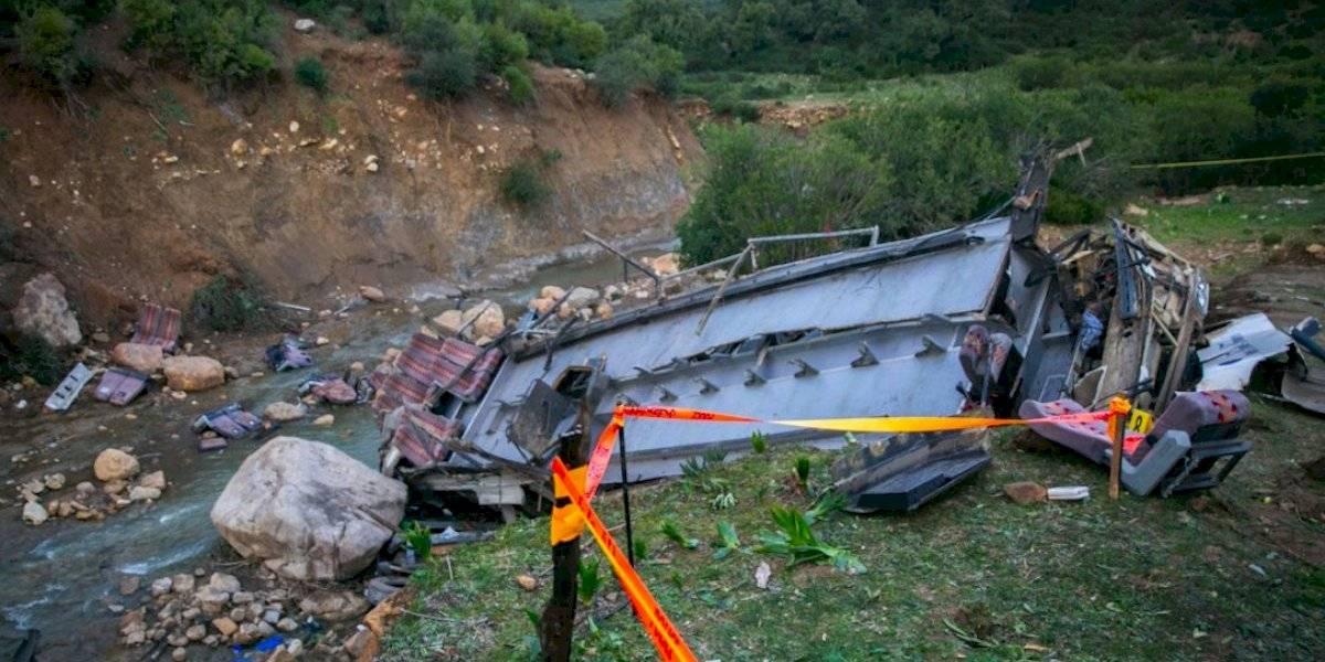 Mueren 24 personas tras autobús caer por barranco en Túnez