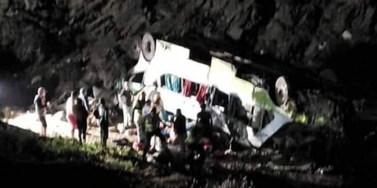 Al menos 20 fallecidos al caer un autobús por un barranco en Chile