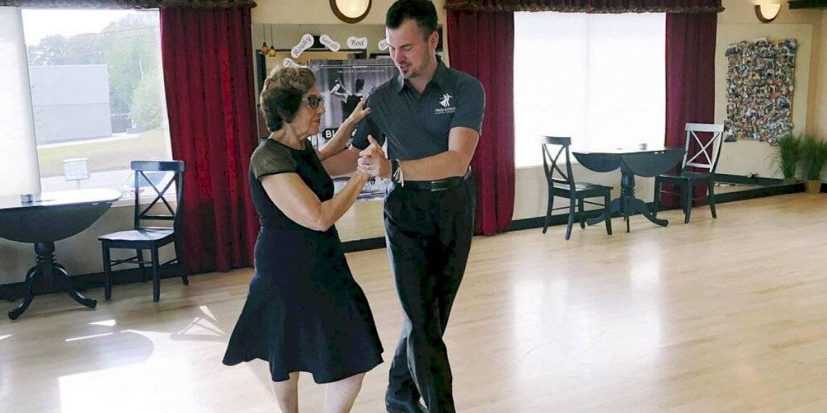 EE. UU. restringe visas para instructores de baile de salón