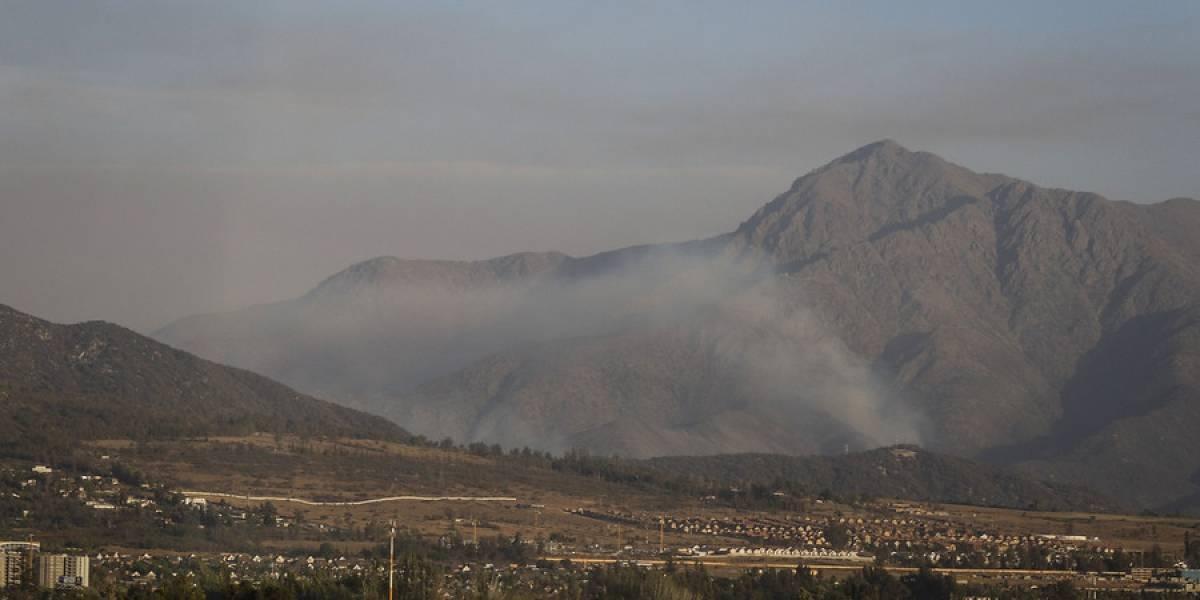 Mantienen alerta amarilla en la comuna de Pirque por incendio forestal