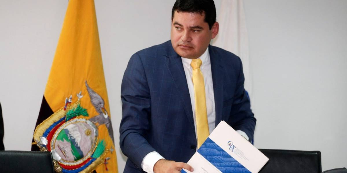 Denuncian a Carlos Tuárez por uso indebido del nombre de la primera dama