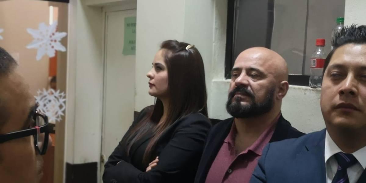 Exministro de Salud, Jorge Villavicencio, y su hija se entregan a la justicia
