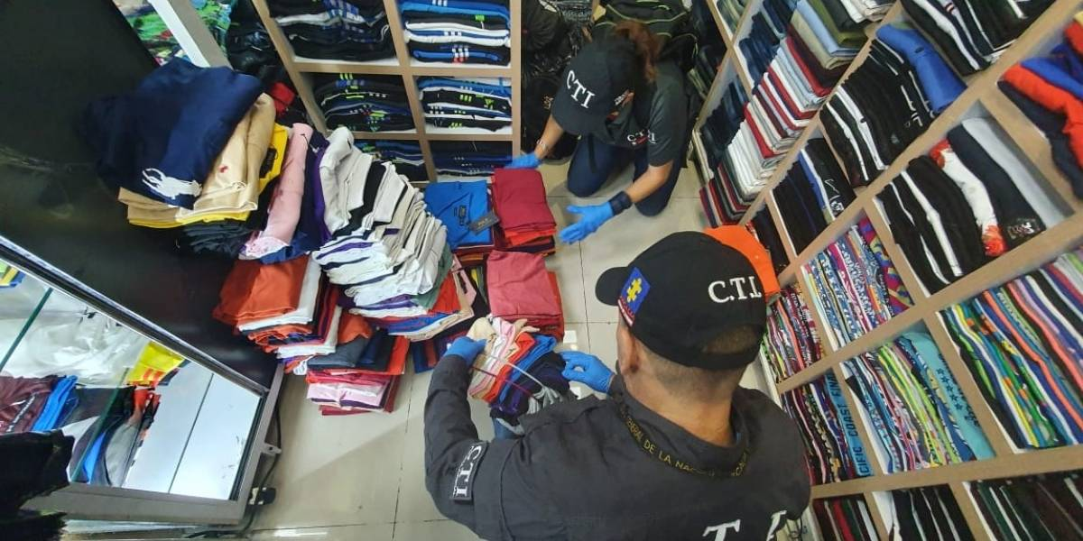 Autoridades incautaron más de 7000 prendas de vestir y zapatos de contrabando