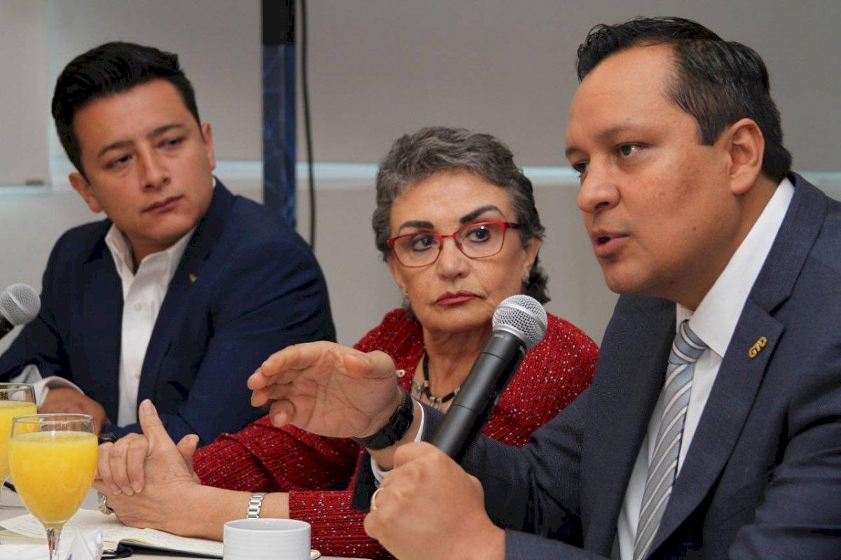 Los secretarios de Educación y Salud de la entidad presentaron la estrategia. Foto: Nicolás Corte