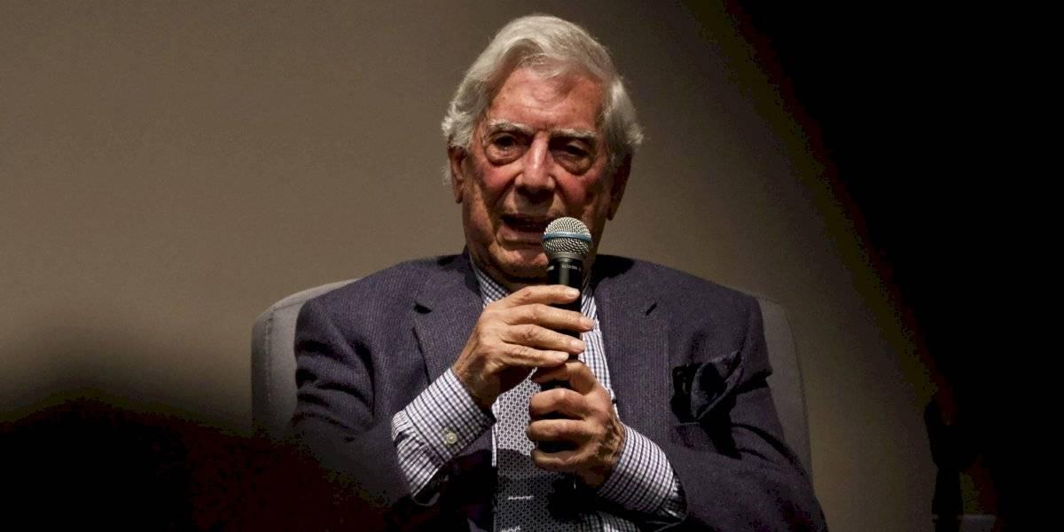 Descarta AMLO expulsar a Vargas Llosa por hablar de asuntos internos
