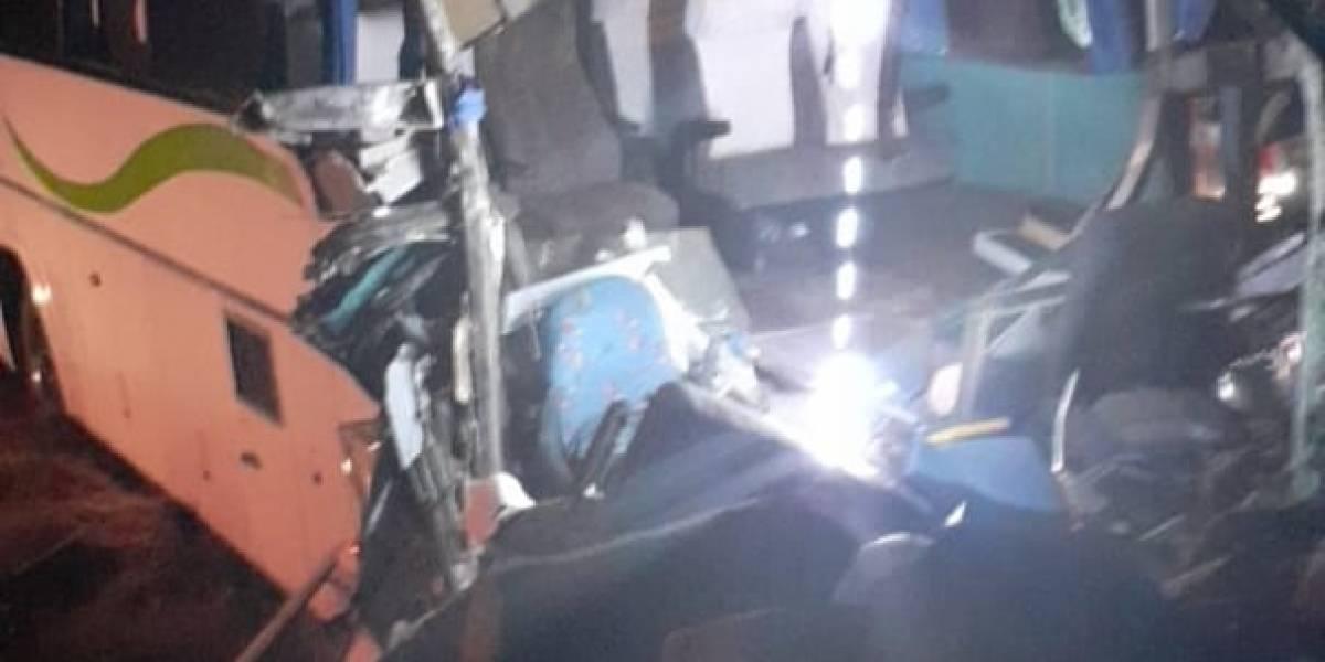 Choca autobús que transportaba deportistas del CODE Jalisco, 40 heridos