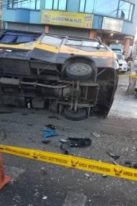 Choque múltiple entre bus y dos furgonetas se reportó en Cutuglagua