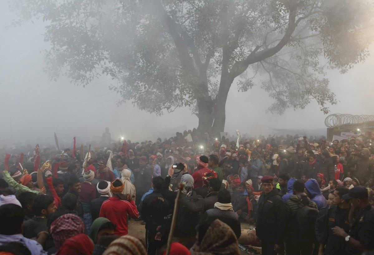 Devotos hindúes han publicado imágenes en las redes sociales en las que se aprecia la cantidad de peregrinos reunidos para presenciar los sacrificios