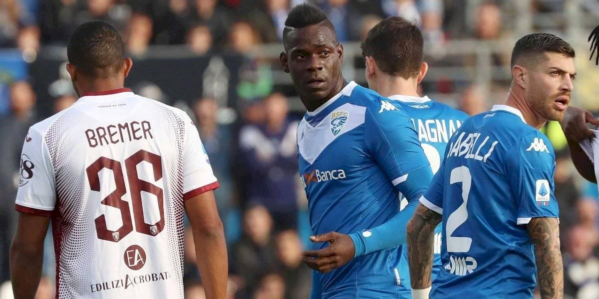 Detienen líderes políticos italianos por pancarta racista contra futbolista