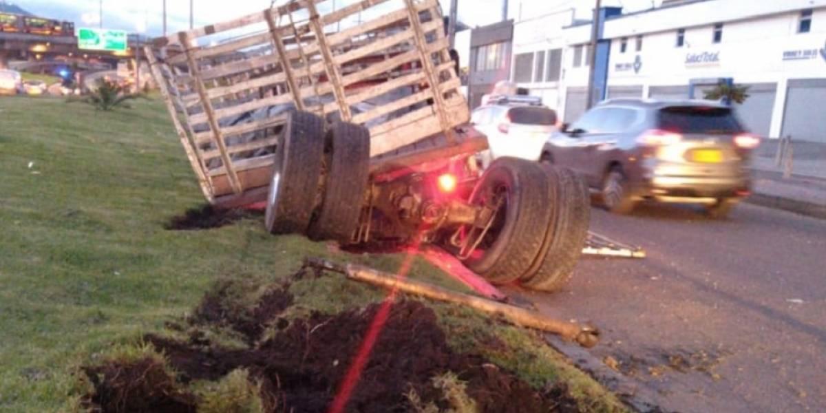 A camión se le desprendieron las llantas y generó enorme trancón en Bogotá
