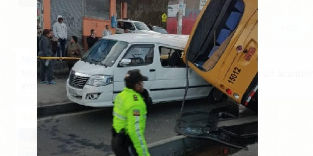 Choque múltiple entre bus y dos furgonetas se reportó en el sur de Quito