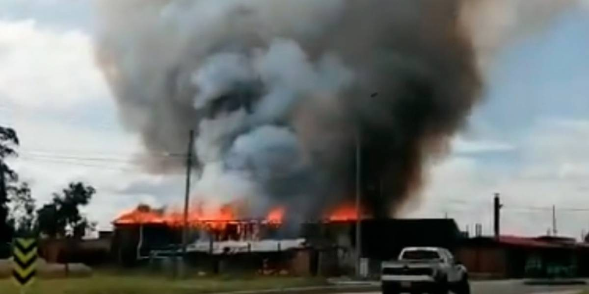 (Imágenes) Emergencia en la vía Chía - Cota por explosión de polvorería
