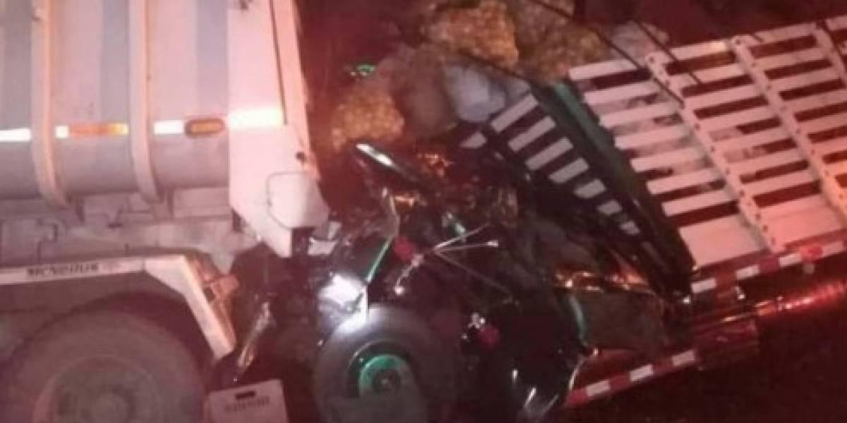 Joven resultó gravemente herido tras fuerte accidente de tránsito de dos vehículos de carga pesada
