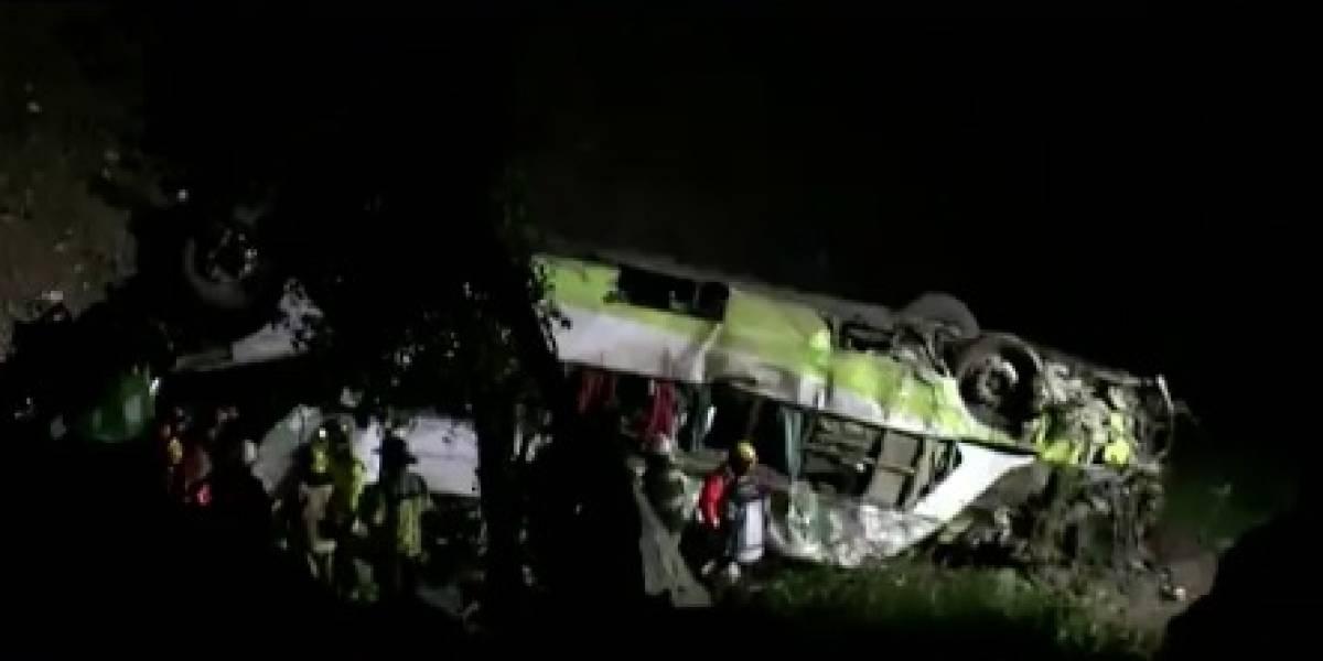 Mueren dos colombianos en bus que rodó por un abismo en Chile