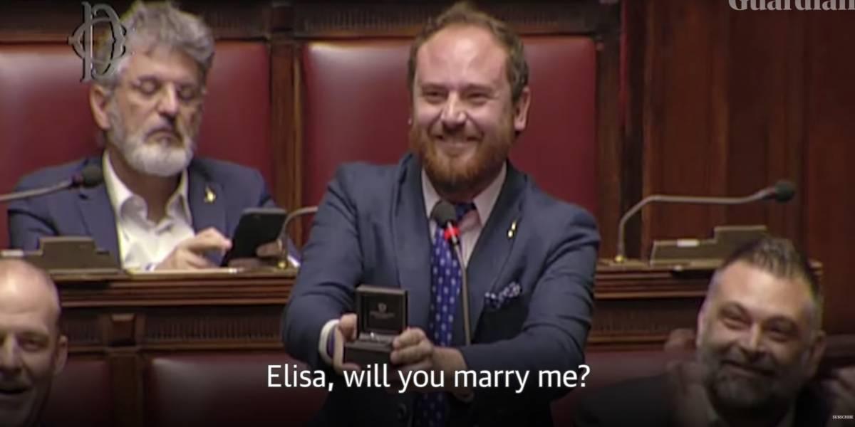 Deputado pede namorada em casamento durante votação no Parlamento italiano