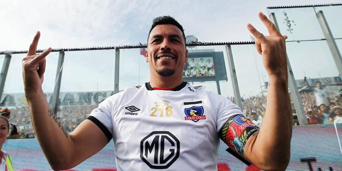 Esteban Paredes alargaría en seis meses su contrato para despedirse en cancha de Colo Colo