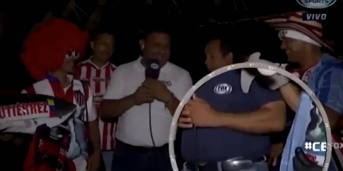 VIDEO: Roban celular a reportero durante transmisión en vivo