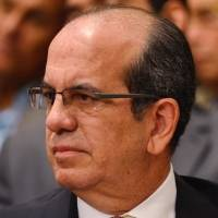 Penepés exigen renuncia de Acevedo Vilá a ciudadanía americana