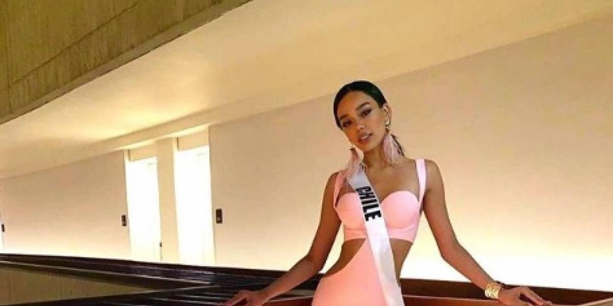 Miss Universo Chile pasa susto luego de quedar pillada en escalera mecánica
