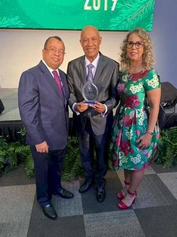 Señales TV reconoce a Carlos T Martinez Nov 20 2019 1