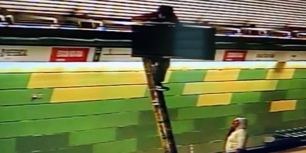 Con las manos en la TV: Carabineros detiene in fraganti a pareja que robaba pantalla del metro Barrancas