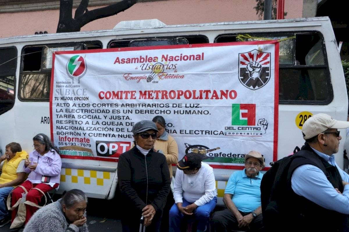Los inconformes protestan contra la alza de precios de la CFE Axel Amézquita