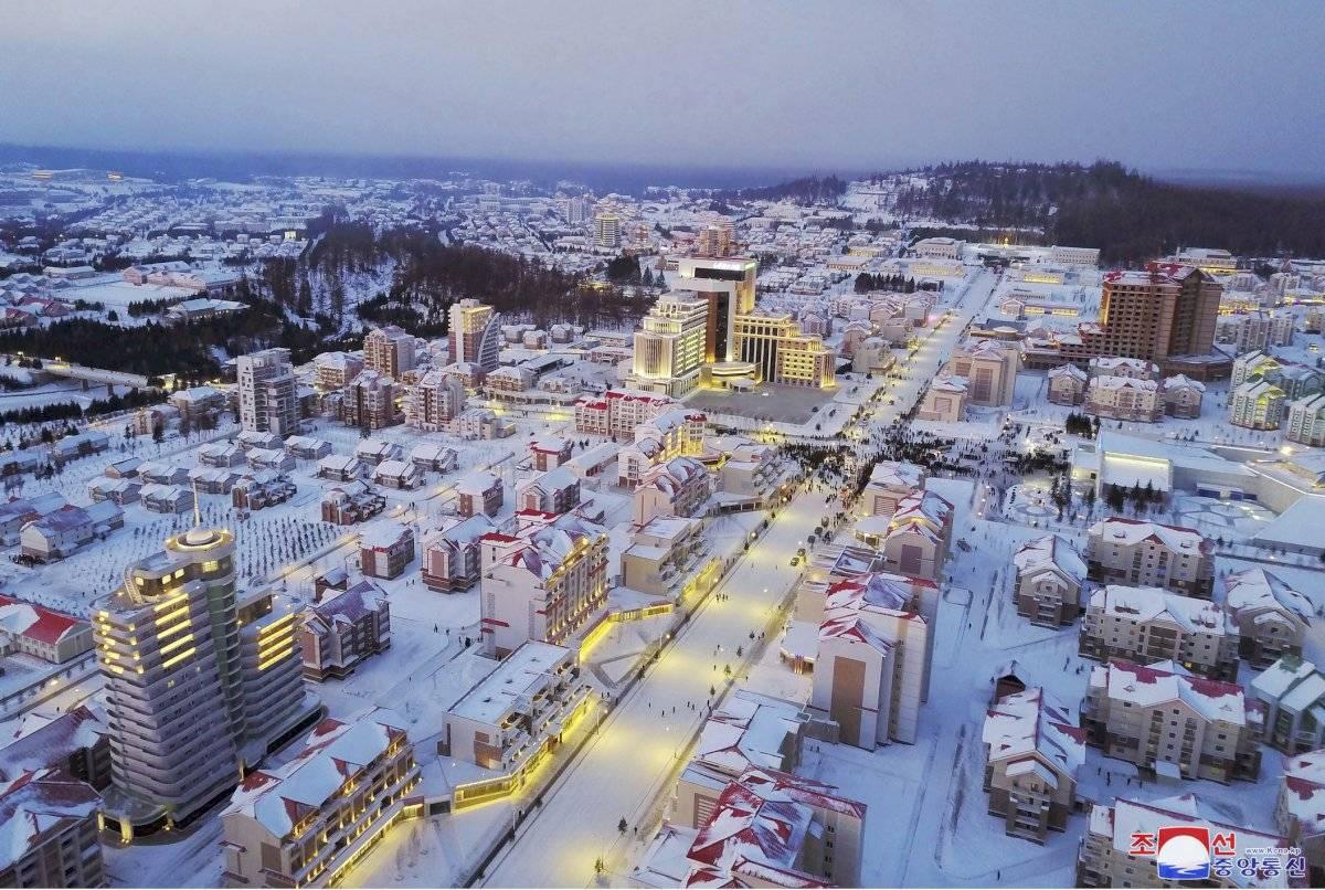 Aspecto de las avenidas, bloques de viviendas y otros edificios de la nueva ciudad en Corea del Norte