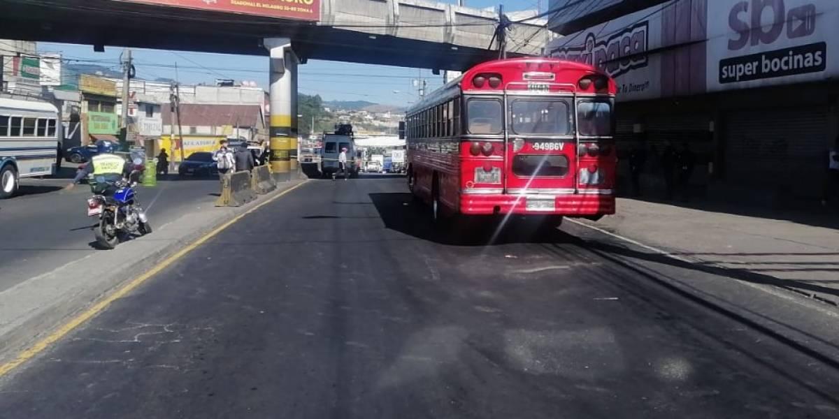 Hieren a piloto y ayudante en asalto a bus en la zona 19