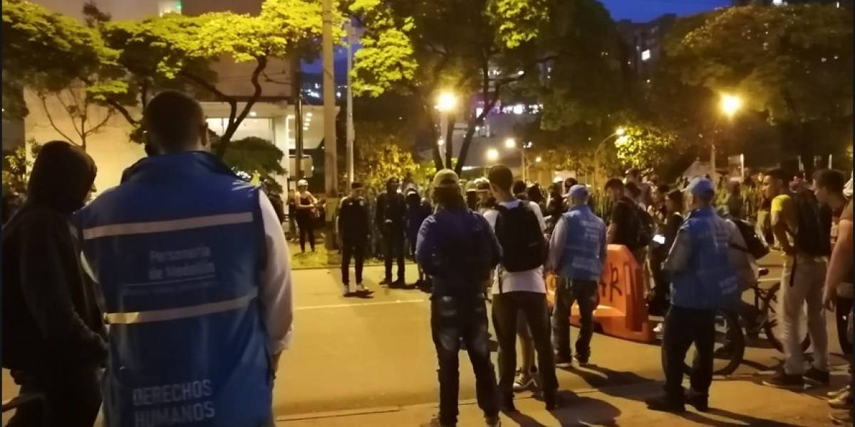 Esmad interrumpió con gases abruptamente concierto en Ciudad del Río