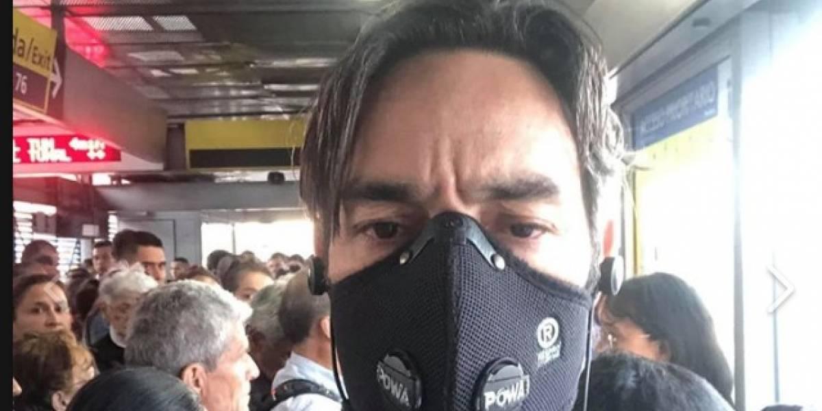 Policía impidió a joven usar tapabocas contra la polución de TransMilenio