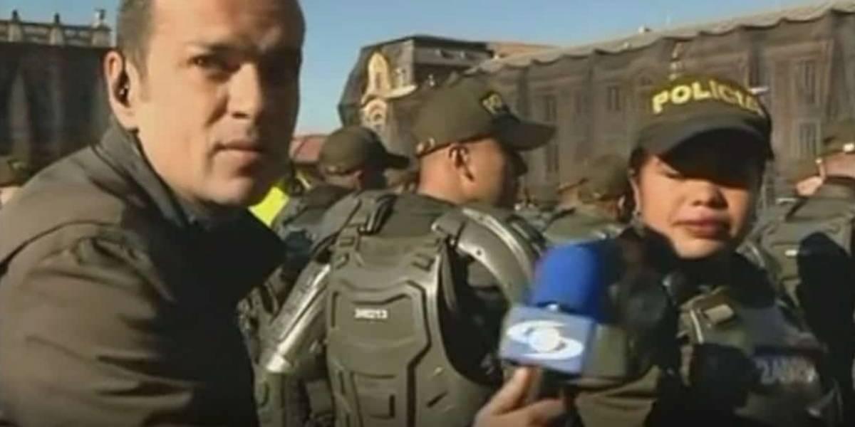 Juan Diego Alvira vuelve a protagonizar gracioso momento en 'Noticias Caracol'... ahora con mujer policía