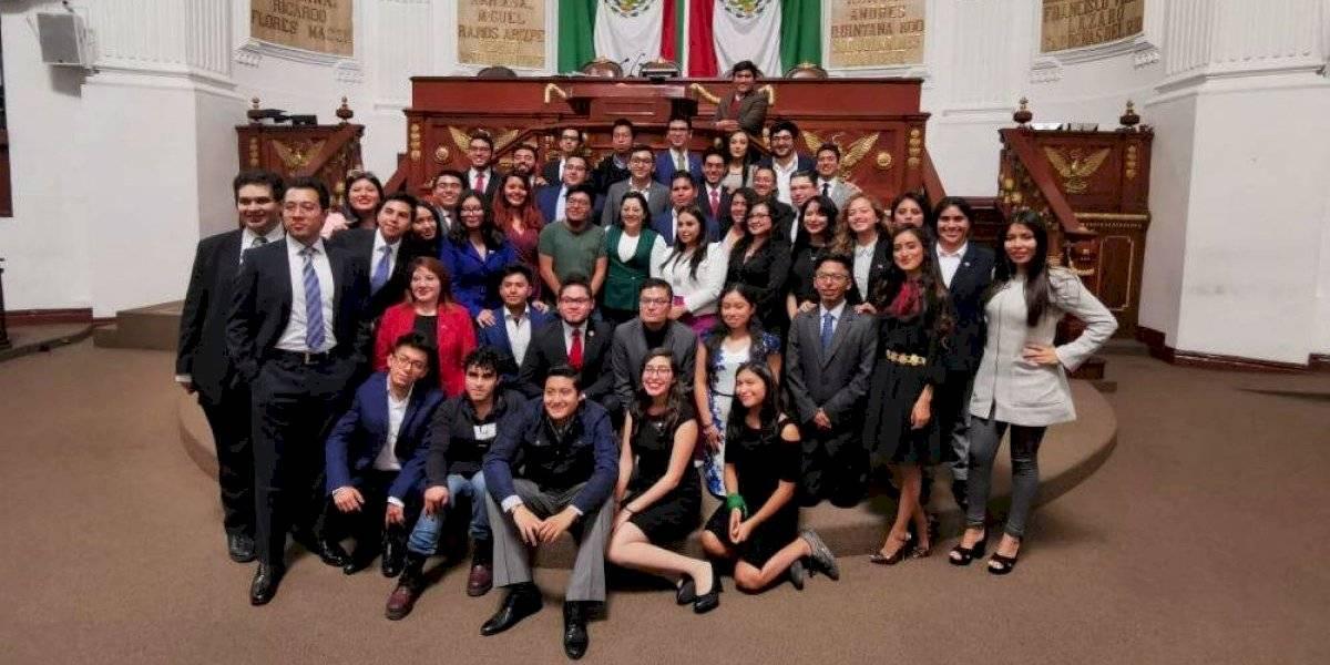 Clausuran Primer Parlamento Juvenil de la Ciudad de México