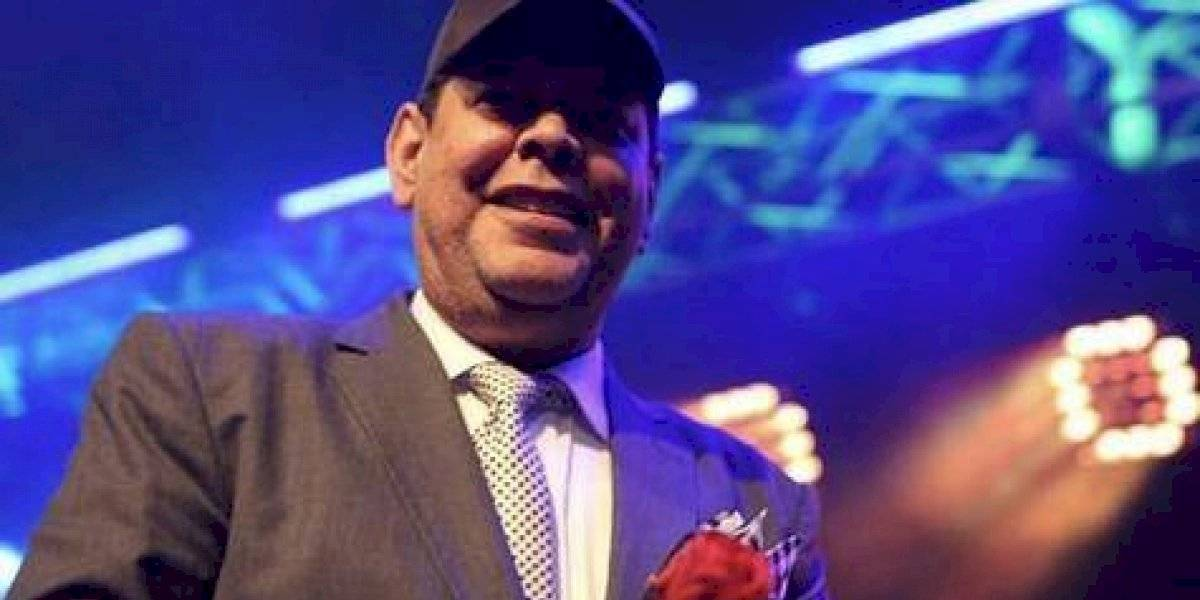 Fernando Villalona celebró fiesta de Navidad a no videntes