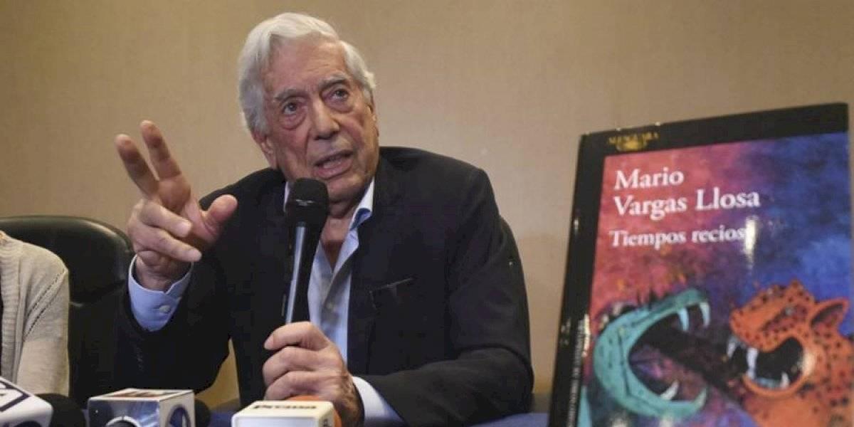 """Mario Vargas Llosa presenta """"Tiempos recios"""""""