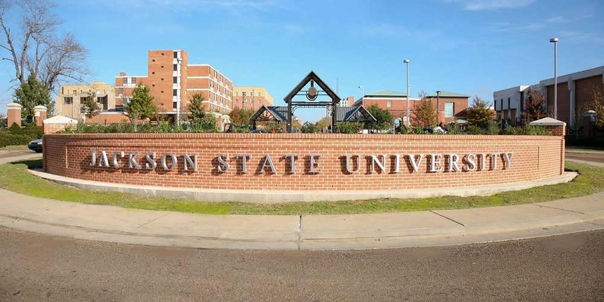 Atirador ataca em universidade dos Estados Unidos