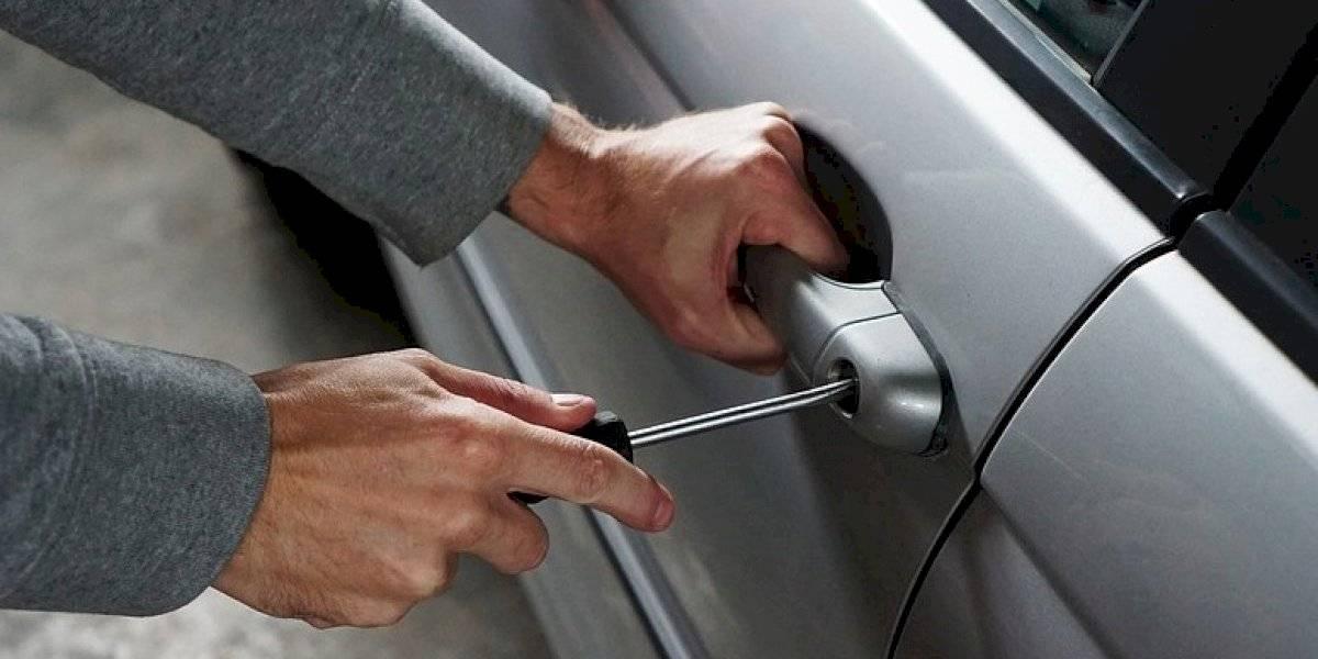 Hurtan 6 mil dólares de auto en estacionamiento de iglesia en Bayamón